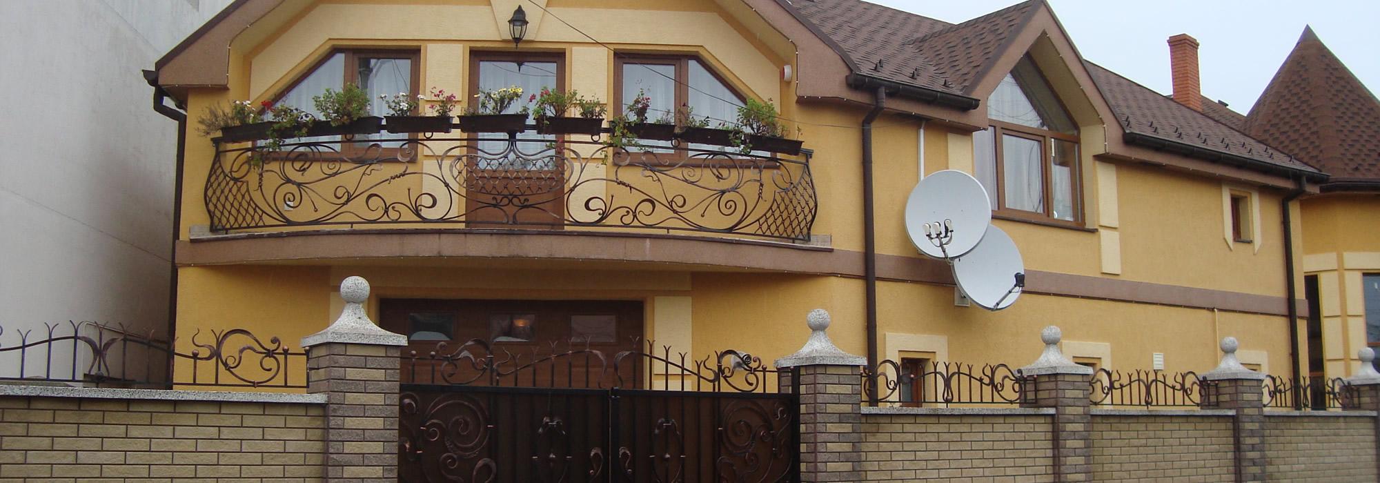 2 будинки в р-ні монастиря